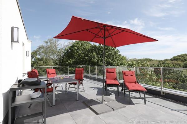 Dachterrasse mit Sonnenschutz