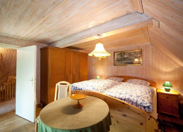 Schlafzimmer 1 ...