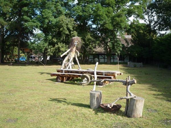 Der Grillplatz im Garten mit Waldgeist.