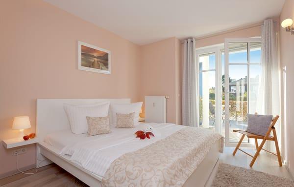 Für die Nachtruhe ziehen Sie sich in das Schlafzimmer mit dem bequemen Doppelbett (180 x 200cm / zwei getrennte Matratzen) zurück ...