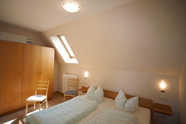 Schlafzimmer mit viel Stauraum und Pollenfilter