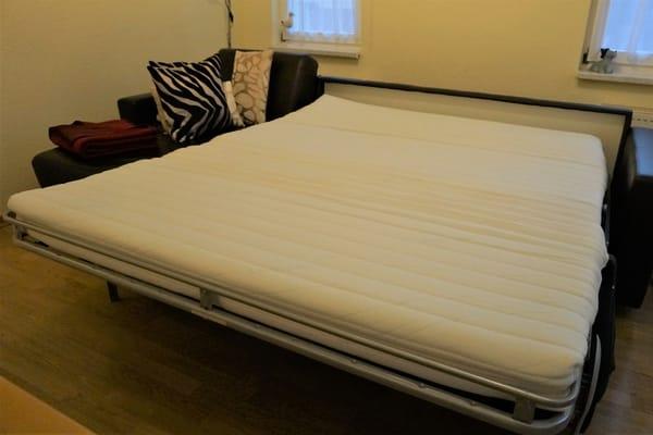 comfortable, schnell bedienbare Ausziehcouch im Wohnzimmer, 1,60m breit