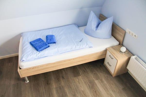 Einzelbett im 3. Schlafzimmer im Dachgeschoß