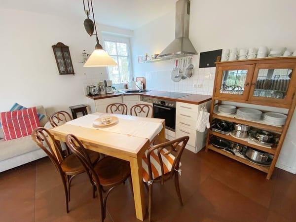 Küche und Essplatz für bis zu 6 Personen