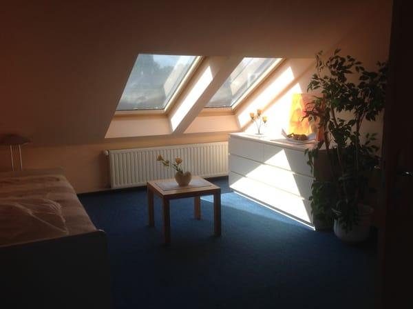 Schlafzimmer 1 mit Einzelbett und Ausziehbett