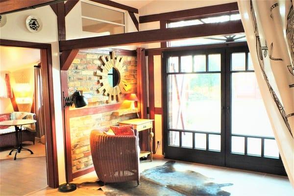 1. Schlafzimmer Blick aus dem Alkoven und Tür zum 2. Schlafzimmer