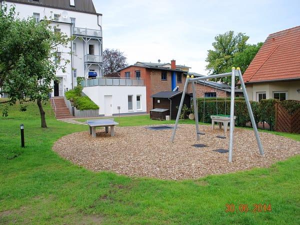 Gemeinschaftlicher Garten mit Spielplatz, Hunde willkommen