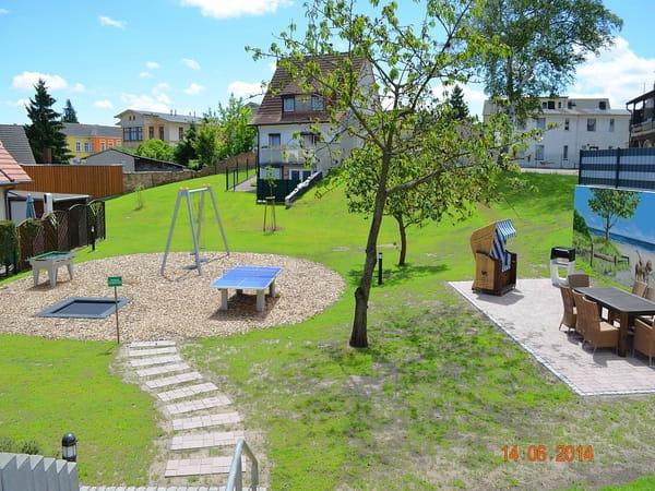 Gemeinschaftlicher Garten mit Grill- und Spielplatz