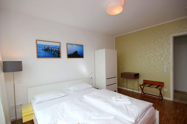 2. Schlafzimmer im EG mit TV