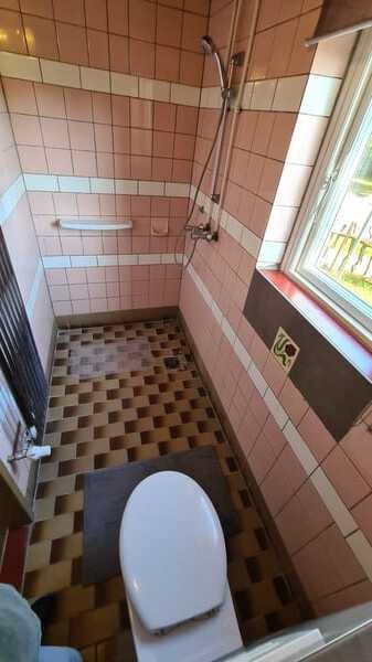 Dusche in DDR Fliesen Optik