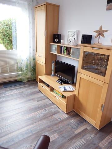 Wohnwand mit 32 Zoll Flachbildfernseher