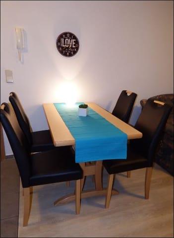 Essplatz für 4 Personen mit neuen Stühlen