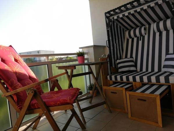 Südbalkon mit Sitzecke Strandkorb und Molli Blick