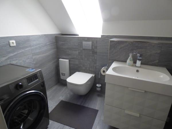 WC OG mit Waschmaschine