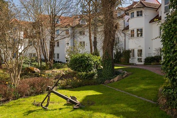 Die gepflegte Außenanlage von Haus Granitz.