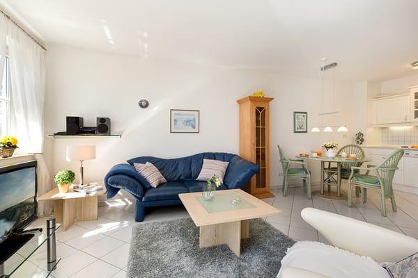 Das Wohnzimmer bietet Ihnen Smart-TV, eine Stereoanlage mit CD-Player, USB-Buchse und Port für iPad und iPhone.