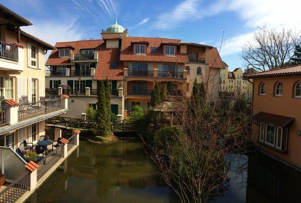 Blick zum Wassergarten / Vorderhaus Strandstrasse