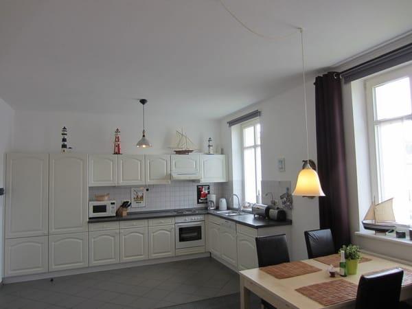Küchenzeile mit Eßplatz