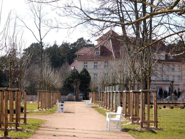 Der neu angelegte Park direkt vor der Haustür