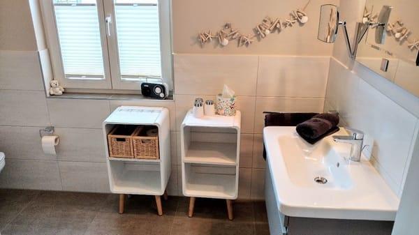 Neues Bad mit Fenster und bodentiefer Dusche