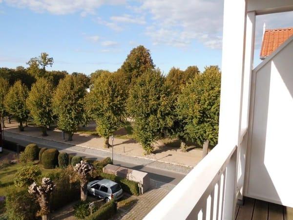 Blick vom Balkon auf die Lindenstraße, vorzügliche Lage