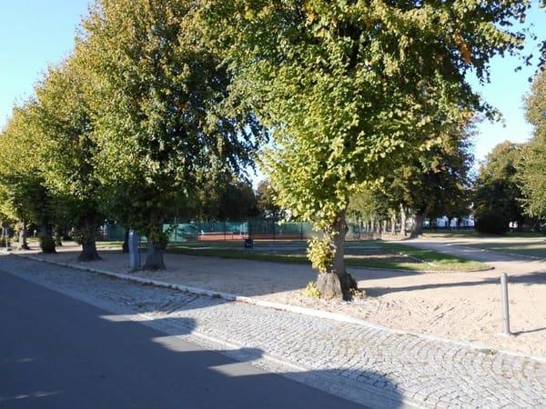 Lindenstraße, Lindenpark mit Tennisplätzen