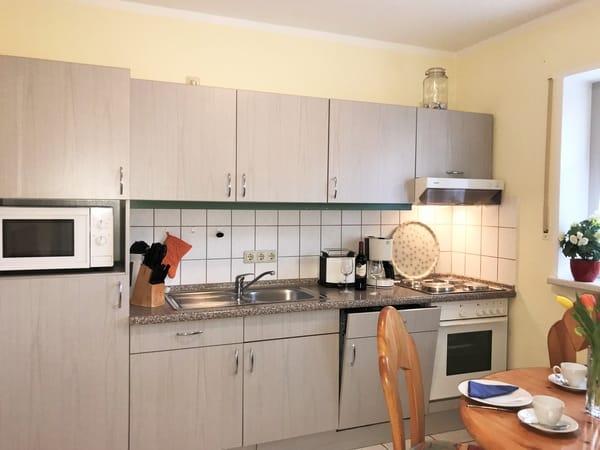 Küche mit allen erforderlichen Elektrogeräten