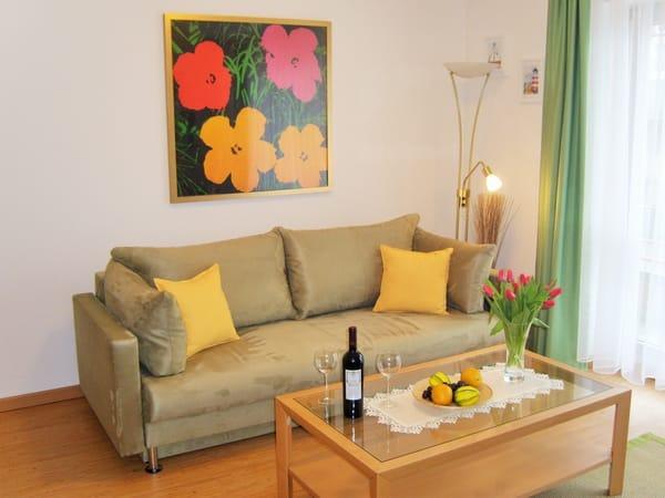 Die bequeme (Schlaf-)Couch im Wohnzimmer