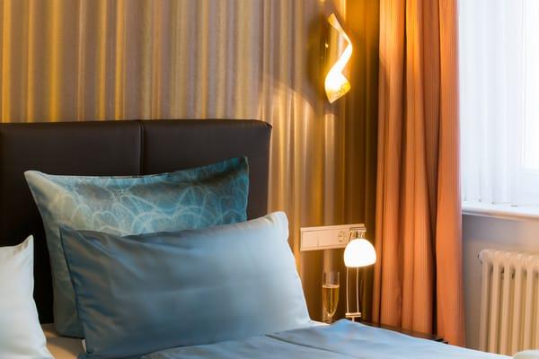 Schlafzimmer mit gemütlichem Ambiente