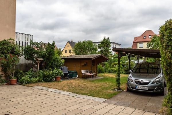 Blick zum Garten und Parkplatz