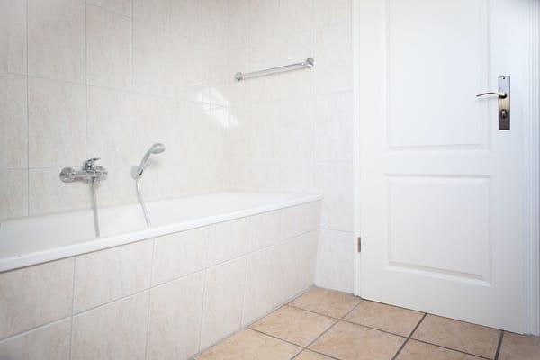 erstes Bad - Badewanne