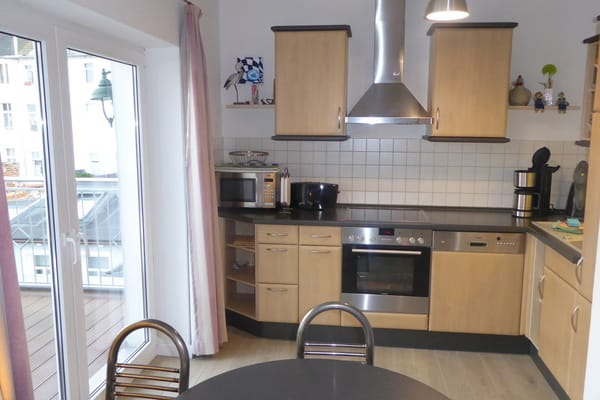 FW1, Küche mit Zugang auf den Balkon