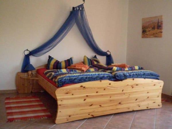 Doppelbett im Wohn-/Schlafraum