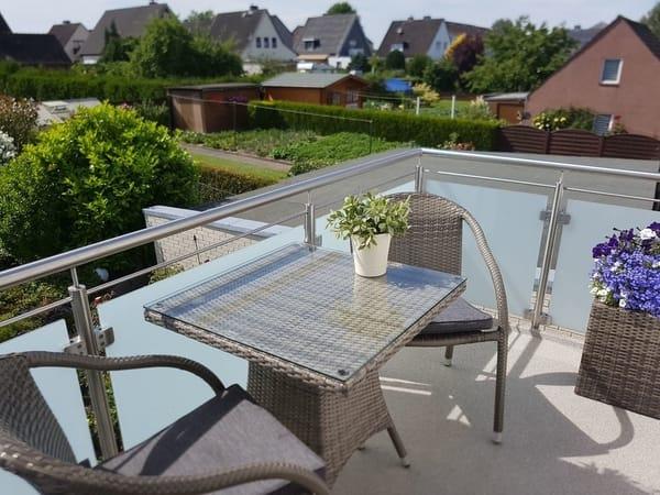 Schnuckeliger Balkon mit Sonne bis in die Abendstunden