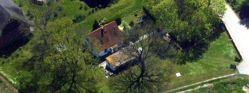 Luftbild des Hauses und Grundstücks