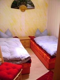 2 Schlafzimmer mit je 2 Schlafliegen