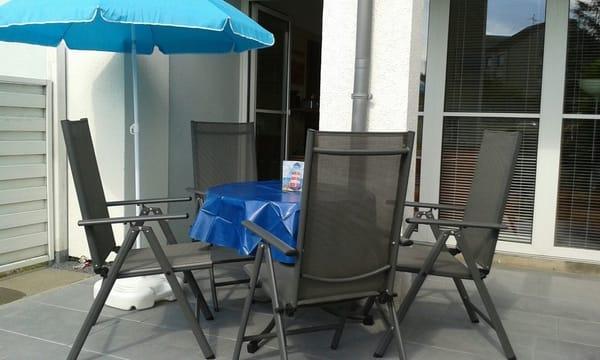 Neue Terrasse mit neuer Bestuhlung (teilüberdacht,sonnige Südwestlage)