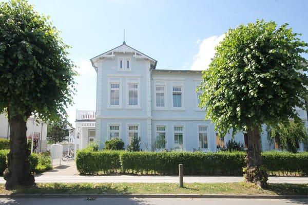 Straßenseite der Wohnanlage (Wohnung liegt im hinteren, sehr ruhigen Bereich)