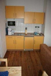 Küche (Mikrowelle mit Grill, Kaffeemaschine,Toaster, Wasserkocher, 2- Ceranfeld, Kühlschrank mit Gefrierfach)