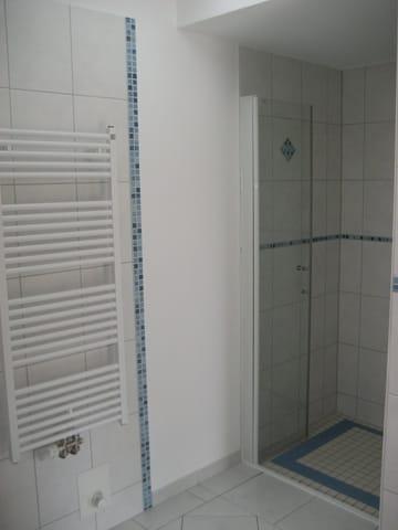 Dusche im großem Bad