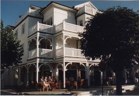 Die Villa Laetitia im Sommer