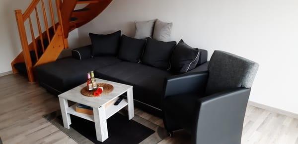 Wohn-Schlafcouch bietet Schlafplatz für 2 Personen