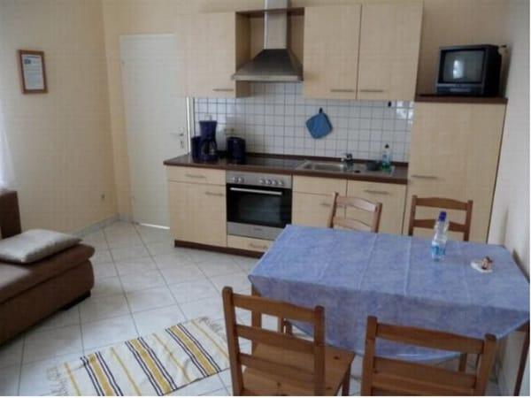 Wohnküche mit kompletter Einbauküche, Geschirrspüler, Backofen, Gefrierfach, ..