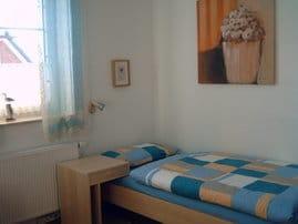 Schlafzimmer mit 2 einzel Betten