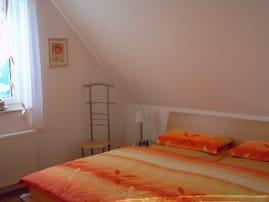 Schlafzimmer 1 mit Ehebetten