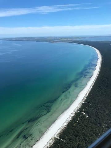 Die Küste aus der Vogelperspektive