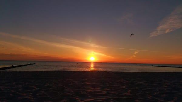 Sonnenaufgang am Kölpinsee`er Strand .
