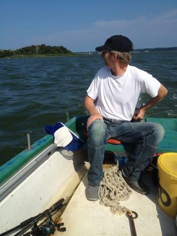 Mit dem Boot auf dem Achterwasser