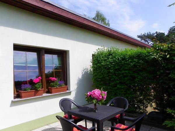 Terrasse vor dem Ferienhaus,,USEDOM,,mit Grill