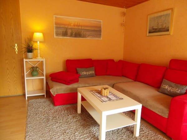 Wohn-Esszimmer mit Flachbildfernseher/WLAN und gemütlicher Kuschelecke